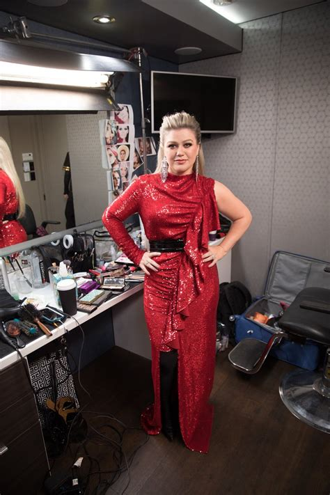 Kelly Clarkson's 18KG Dramatic Weight Loss Secret And How