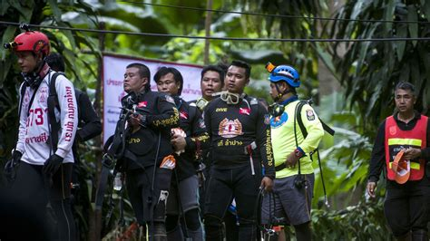 Thailand cave rescue: Divers face 'big problems' during