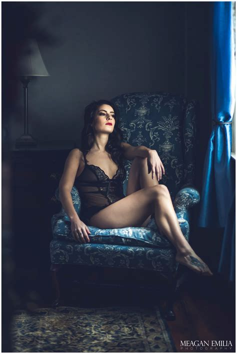 Archive Post: Beautiful Boudoir Session in Western