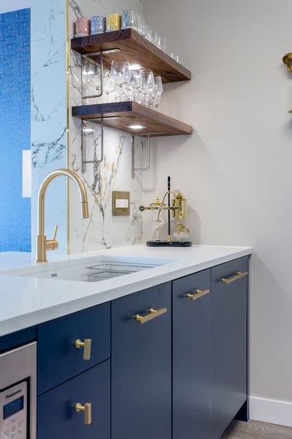 Navy and gold kitchen with walnut shelves - Contemporary
