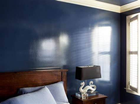 How to Add a Wet Effect to Walls With Glossy Paint | HGTV