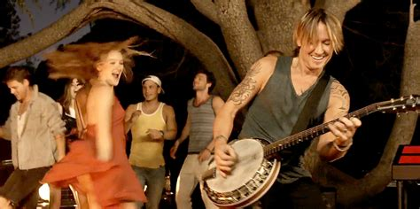 Keith Urban Debuts 'Wasted Time' Music Video: Watch!