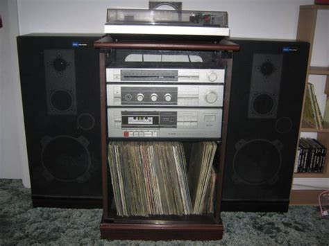 Old stereo system (70s/80s) - BIG speakers, turntable